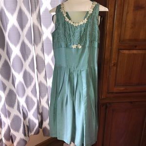 Dresses & Skirts - Vintage Sleeveless Dress